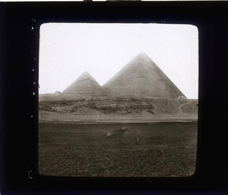 3pyramides